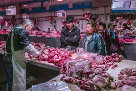 pig-shopping_in_china